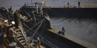 Aan boord van het onderzeeboot-bevoorradingsschip HMS Forth, Holy Loch, Schotland, 1942