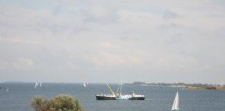 Brouwersdam, Grevelingen en duikschip de Panda - Foto: Bert Knollenbeld / CC-BY-SA 2.0