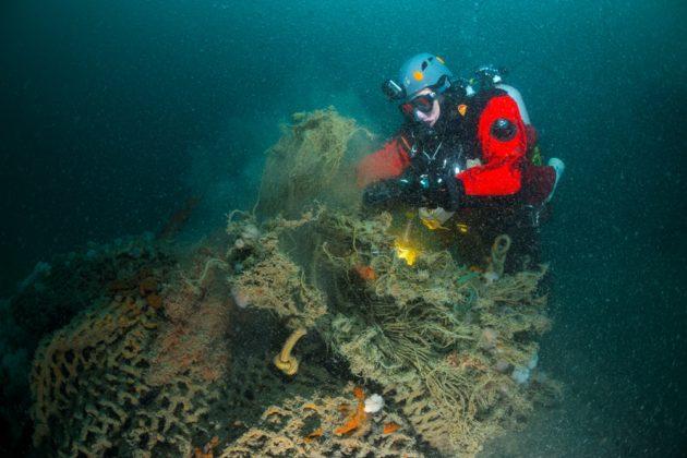 Nettensnijder tijdens expeditie Bruine Bank - Foto: Udo van Dongen / DDNZS